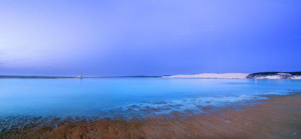 Le banc d'Arguin au moment de l'heure bleue pendant l'été indien. Photo©Stéphane Scotto