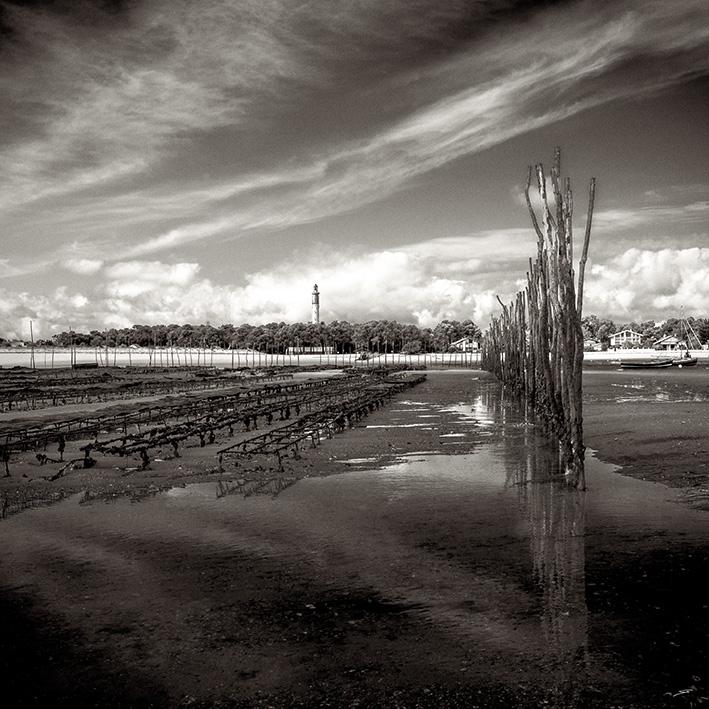 Les parcs ostréicoles du Mimbeau au Cap Ferret photo noir et blanc par le photographe du Bassin Stéphane Scotto